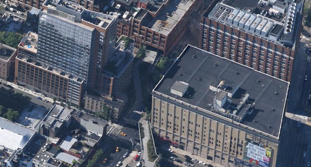 Aerial view of the High Line weaving between and through buildings. Image from Google Maps.
